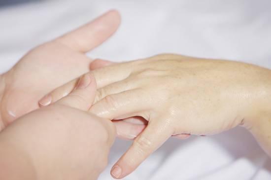 dry cracked skin around fingernails
